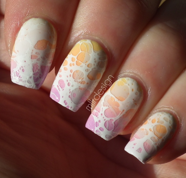 gradient with 3D spotted water marble