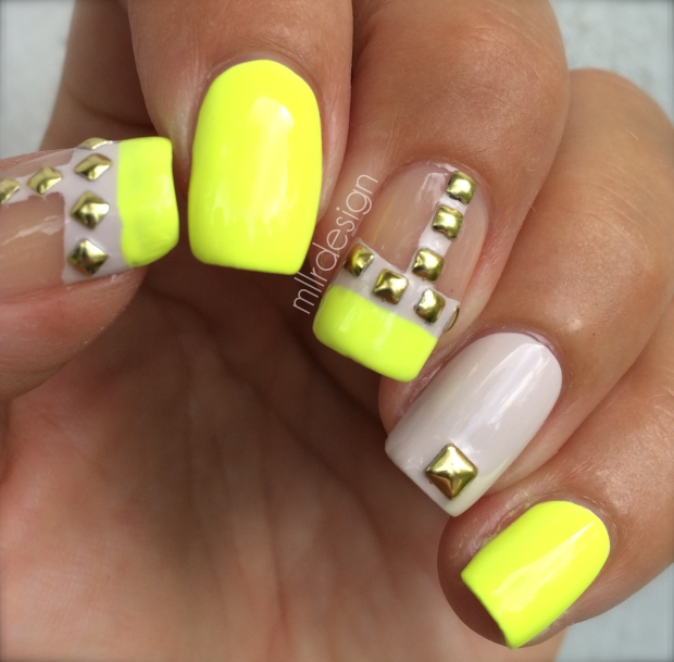 Valentino rockstud nails
